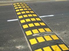 Un badén que sólo afecta a los conductores que sobrepasan el límite de velocidad