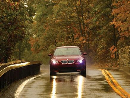 Tráfico pospone la obligatoriedad de encender las luces 24 horas por la presión de los motoristas