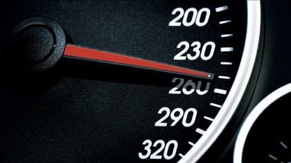 Izquierda Unida propone instalar limitadores de velocidad a 180 km/h