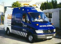 Las ambulancias en servicio de emergencia reducen su velocidad al pasar por un radar