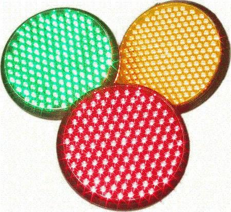 Los semáforos de diodos se ven mejor, consumen mucho menos y duran mucho más, pero son más caros