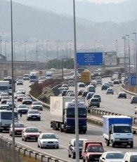 Las manías de los españoles al volante, según la DGT