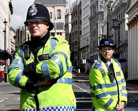 La reforma del código penal británico castigará con 3.500 euros al conductor que salpique a un peatón…