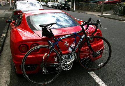 La aerodinámica, la visibilidad y la señalización durante el transporte de bicicletas