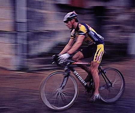 Ciclista corriendo