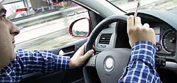 Fumar al volante. Otra distracción más