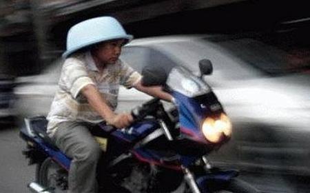 Ciclomotor y casco: cuestión de tener cabeza