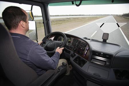 La mitad de los accidentes de camión se podrían evitar con ayudas electrónicas