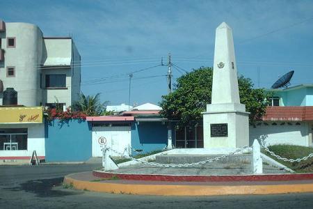 Mini-glorieta con monumento