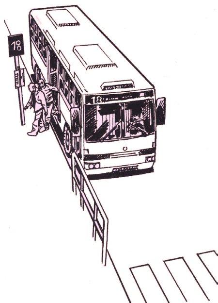 Autobús cercano a paso de peatones