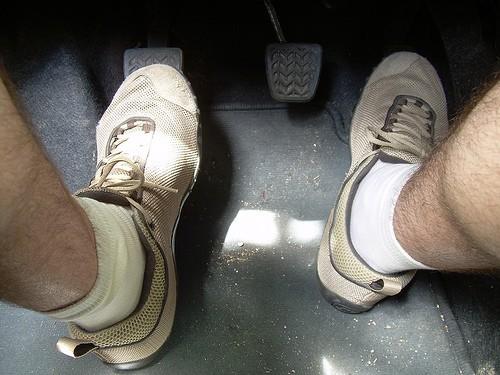 Conducir con zapatos nuevos