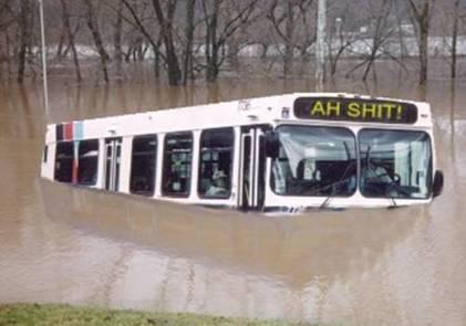 Autobús inundado en Nueva Orleans