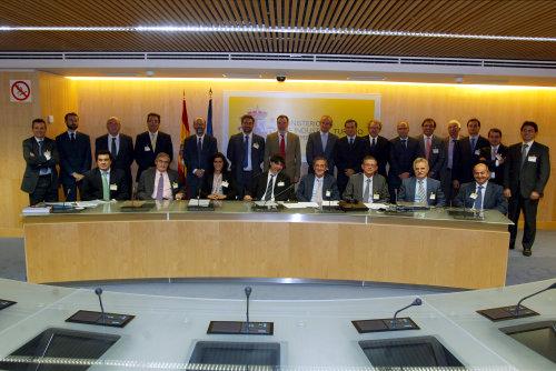 Miembros constituyentes del FORẼVE, tras la firma del Manifiesto el 18 de septiembre