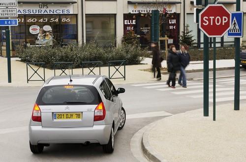 Coches en ciudad más silenciosos gracias al sistema Stop&Start
