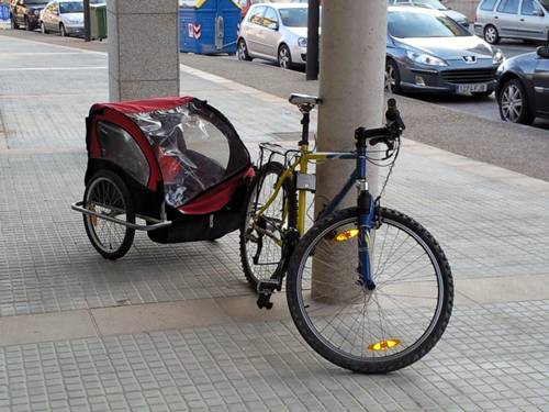 Transportes de niños en bicicleta con remolque