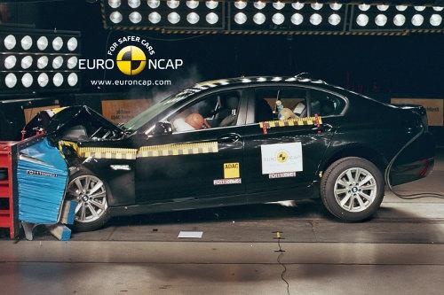 BMW estrena los tests con frenada previa al impacto