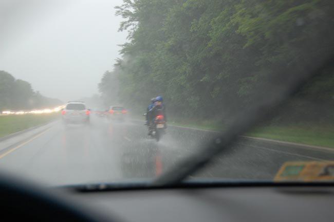 Conducción de la moto en mojado (2)
