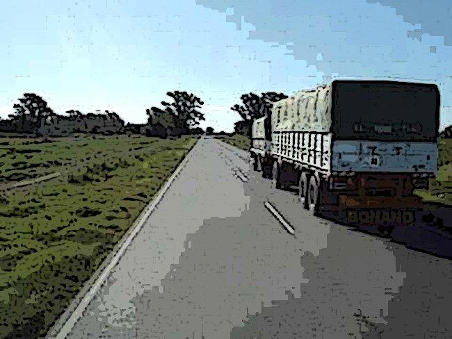 El intermitente, un aliado a la hora de adelantar a los vehículos pesados