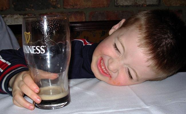 La cerveza contiene un 6% de alcohol