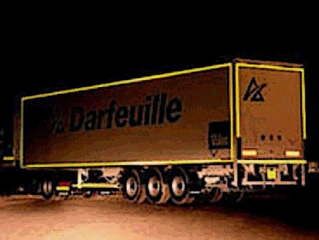 Los camiones, mejor con marcas reflectantes