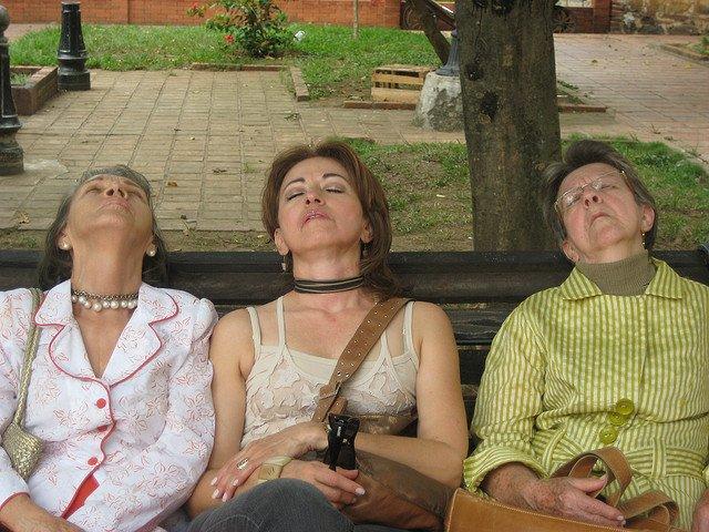 Tres señoras durmiendo