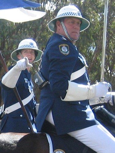 Dos policías montados a caballo