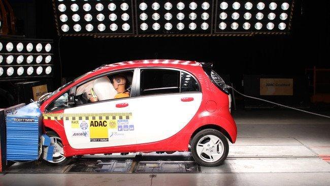 Los coches eléctricos no envidian en seguridad a sus rivales humeantes