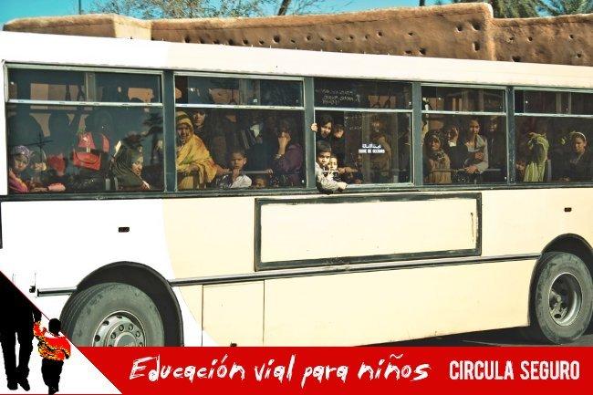 Educación vial para niños (8): en bus, en tu sitio y tranquilito
