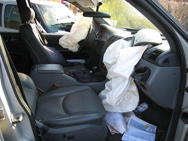 ¿Puede el airbag reventar tu tímpano?