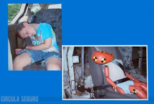 Niño dormido en el coche