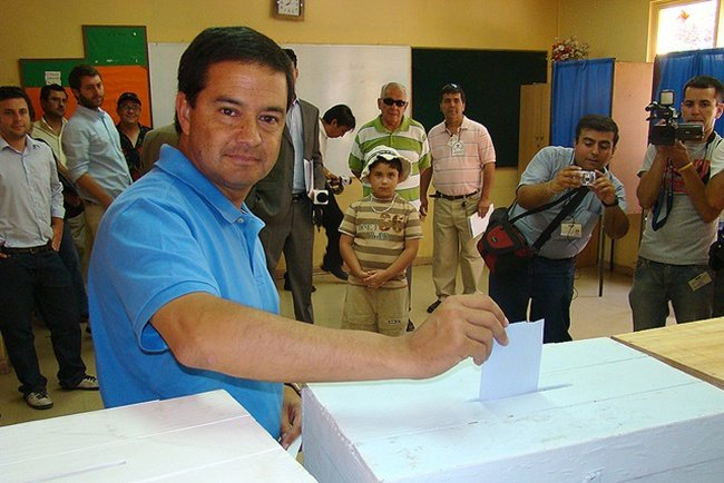 Marcelo Forni votando 3 Por Unión Demócrata Independiente