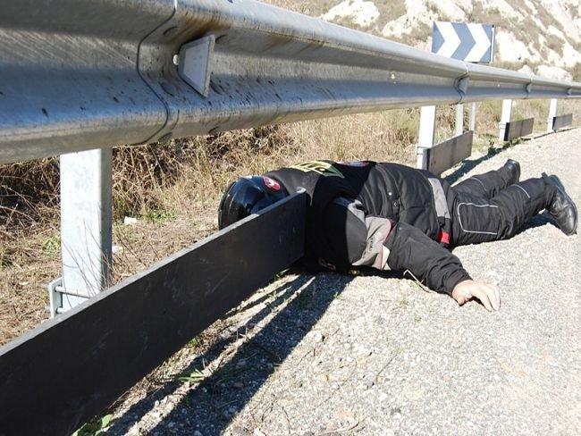 Cómo no proteger el poste de un guardarrail