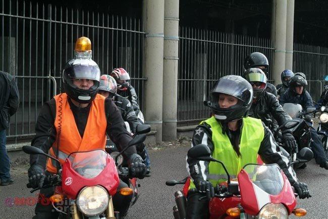 Los motoristas franceses, en contra del uso de los brazaletes
