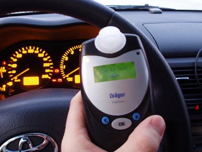 En Francia será obligatorio llevar en el coche un alcoholímetro