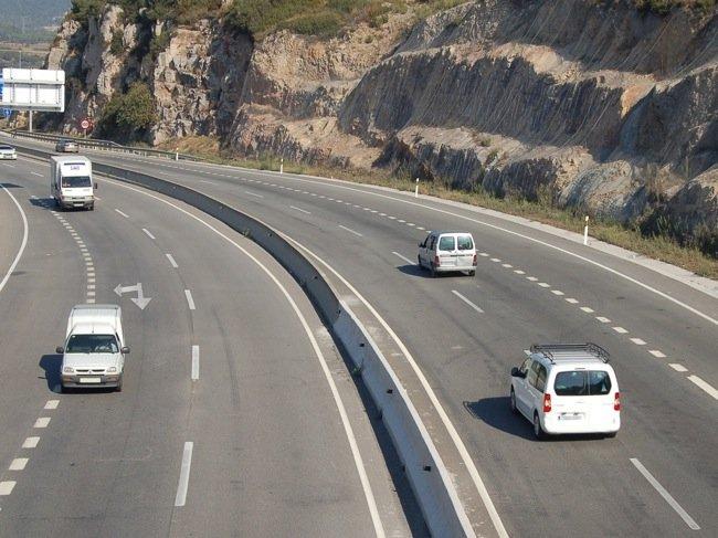 El 59 % de los conductores, a favor de subir límites en autopistas y autovías según una encuesta de Fesvial