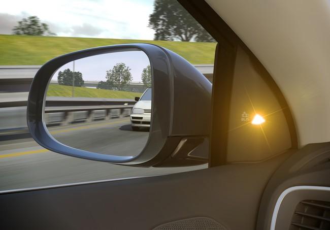 Patentan un espejo retrovisor que reduce el ángulo muerto sin apenas distorsiones