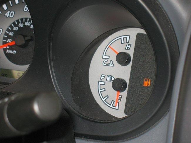 ¿Me pueden sancionar si me quedo sin combustible en la carretera?