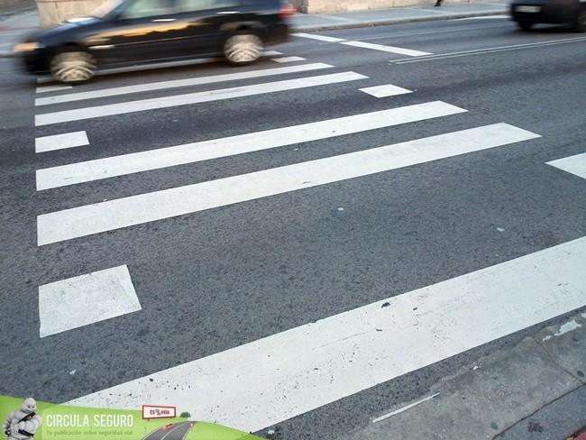 La supresión de una franja en los pasos de peatones, la visión del motorista