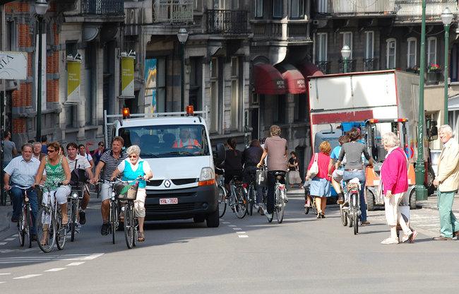 ¿Y si los ciclistas necesitasen sacarse una licencia para poder circular?