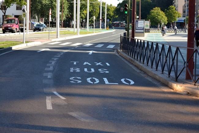 Las motos podrán circular por los carriles bus en Sevilla… posiblemente