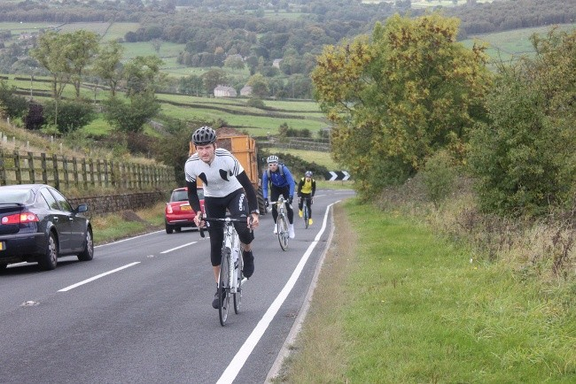 Ciclistas con casco siempre para evitar cualquier tipo de lesión