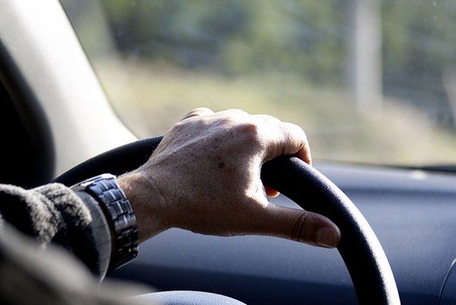 ¿Cómo se demuestra la experiencia a los mandos de un vehículo?