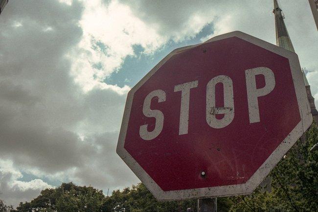 Cuando la infracción tiene sanción y pérdida de puntos: saltarse un stop
