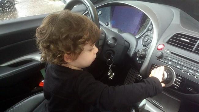 ¿Subir la edad mínima para poder conducir? No lo descartemos