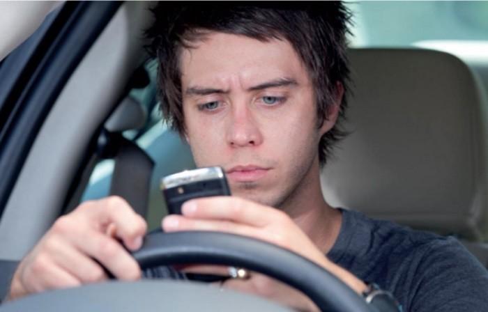 El peligro de contestar por voz a los emails desde el coche