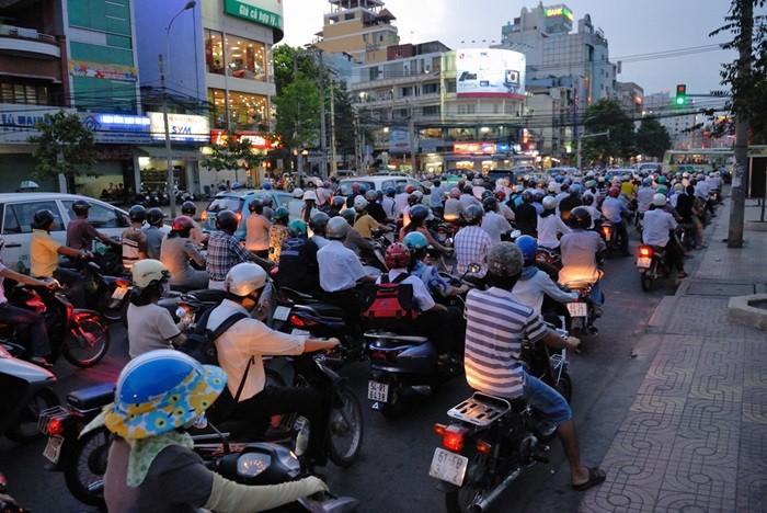 Vigo permitira a las motocicletas circular por el carril bus