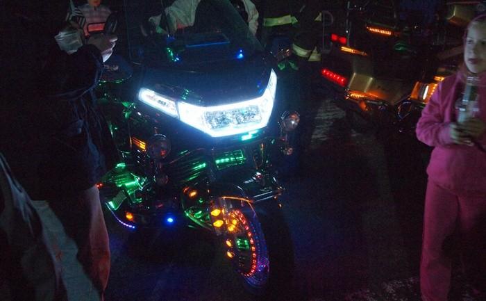Dos faros adicionales para aumentar la visibilidad de la moto