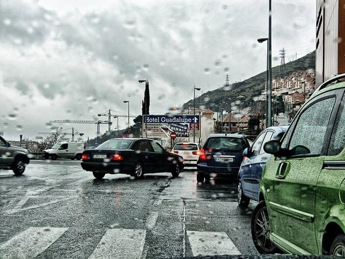 La lluvia, factor de riesgo en la conducción