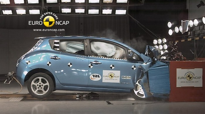 Los coches eléctricos son tan seguros, o más, que los tradicionales