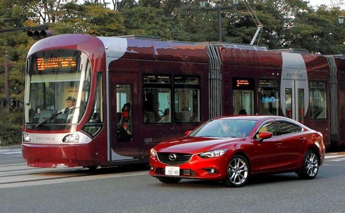 Mazda comienza a desarrollar la comunicación coche-tranvía